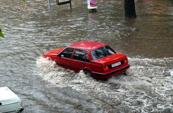 Буря в Одессе: травмированы четверо людей