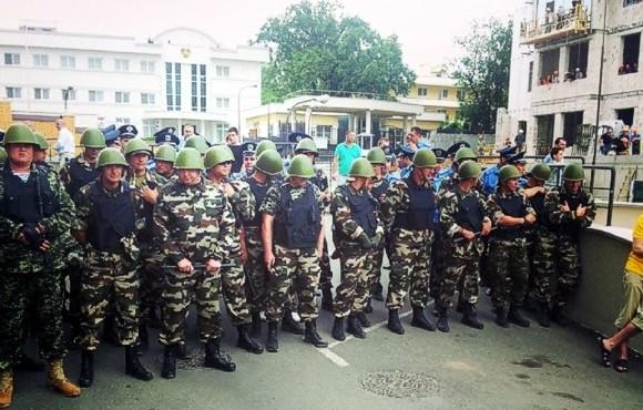Возле консульства РФ в Одессе во время митинга Евромайдана задержали людей со взрывчаткой