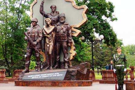 Вцентре Луганска подорвали монумент  сепаратистам