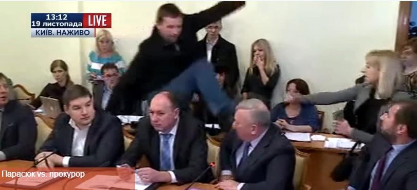 Парасюк ударил ногой в голову генерала СБУ