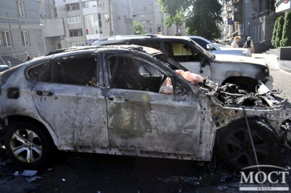 В Днепропетровске неизвестные сожгли внедорожник футболиста «Днепра»