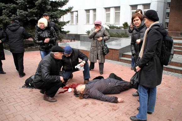 При штурме здания СБУ в Хмельницком снайпер убил женщину
