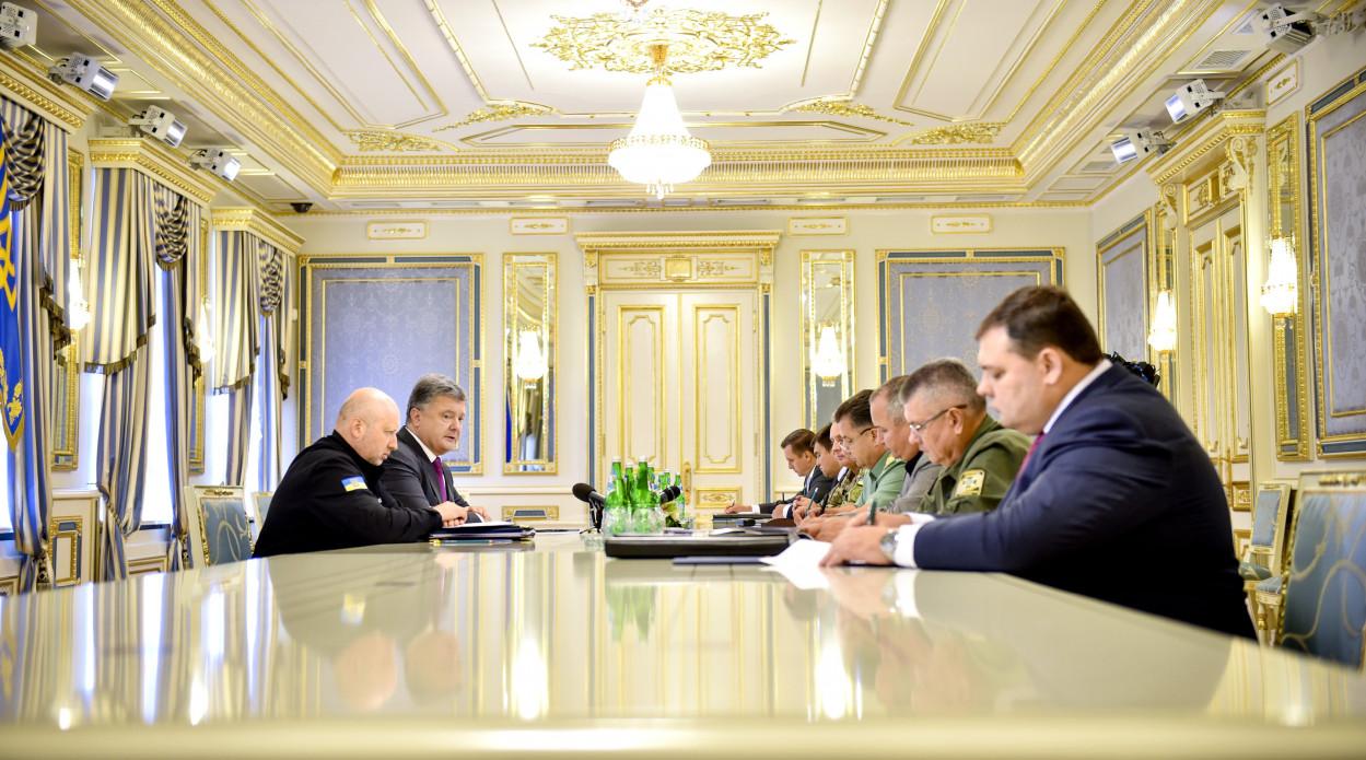 Разведка о Крыме: Произошла перестрелка между ФСБ и солдатами РФ