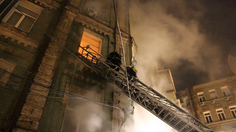 В центре Киева в жилом доме произошел пожар и взрыв, есть погибшие