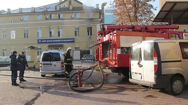 На территории детской больницы «ОХМАТДЕТ» в Киеве возник пожар
