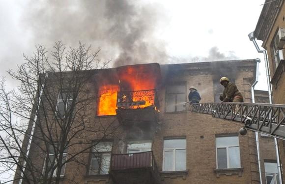 В центре Киева горел жилой дом: найдено тело одного погибшего