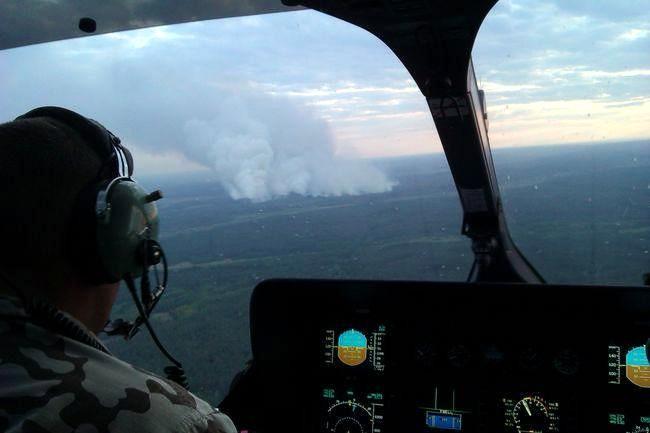 Пожар под Чернобылем: спасатели применили авиацию
