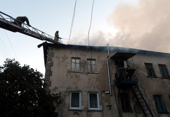 В Крыму из-за сильного пожара в жилом доме отселили 65 человек