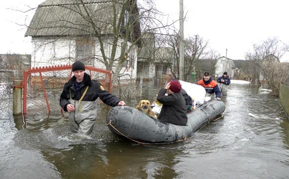 На Черниговщине прорвало дамбу: спасатели эвакуируют людей