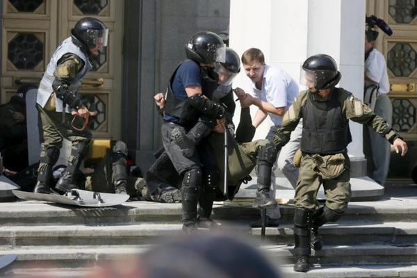 Под Радой ранены 125 силовиков, один находится в коме, — Аваков