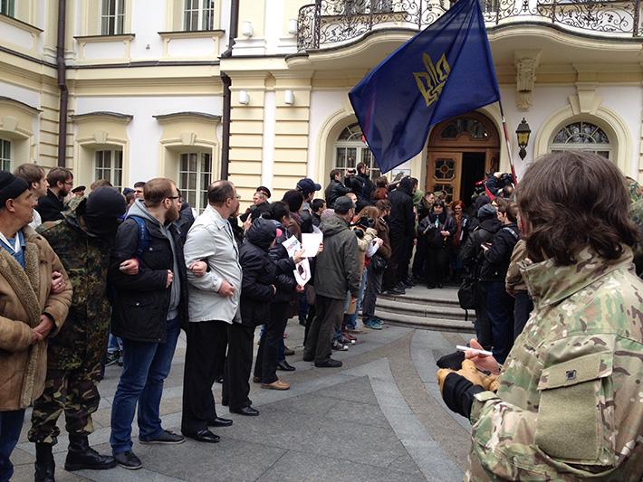 Активисты Евромайдана и «Правого сектора» сорвали Всеукраинский съезд судей