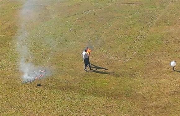Под окнами у губернатора Закарпатья мужчина устроил акт самосожжения