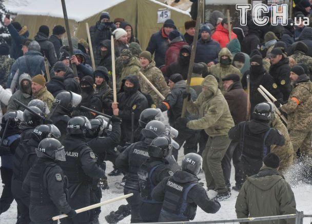 Под Радой произошли столкновения митингующих и милиции, есть пострадавшие