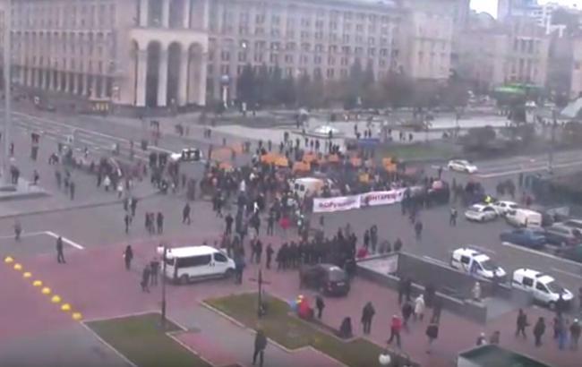 Вкладчики «Михайловского» подрались сполицией наКрещатике, один схвачен