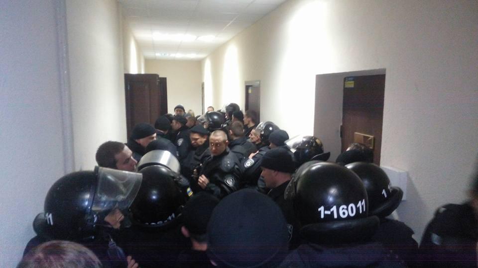 На суде по делу об убийстве Бузины полиция избила активистов