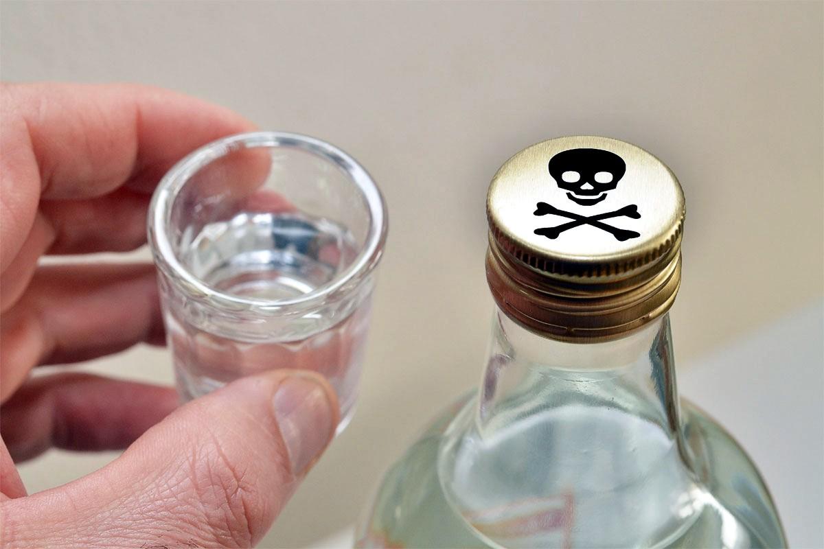 Отравление водкой: Умершие покупали отраву по 5 грн за 100 грамм