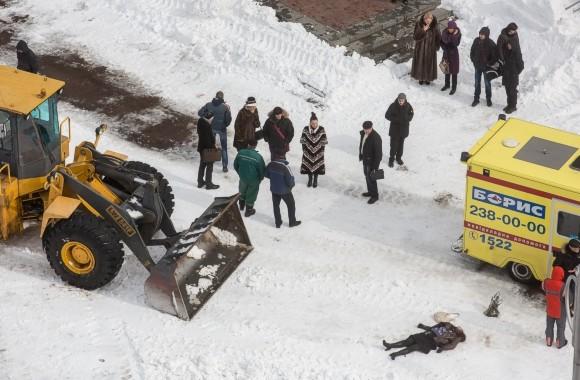 В Киеве под колесами снегоуброчной техники погибла женщина