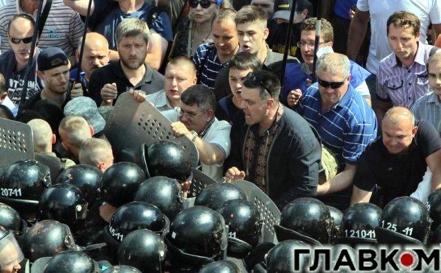 Милиция допросит Тягнибока по делу столкновений под парламентом