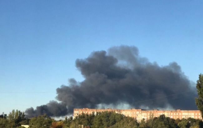 В оккупированном Донецке горит и взрывается склад боеприпасов