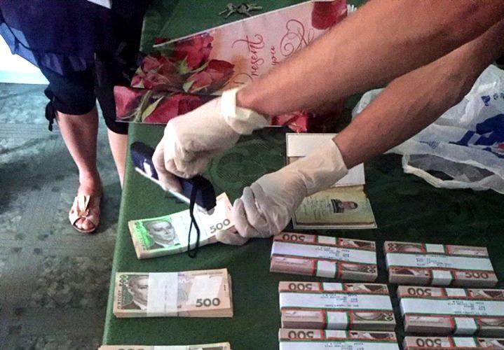 Главу РГА взяли «на горячем» при получении взятки в 700 тысяч гривен
