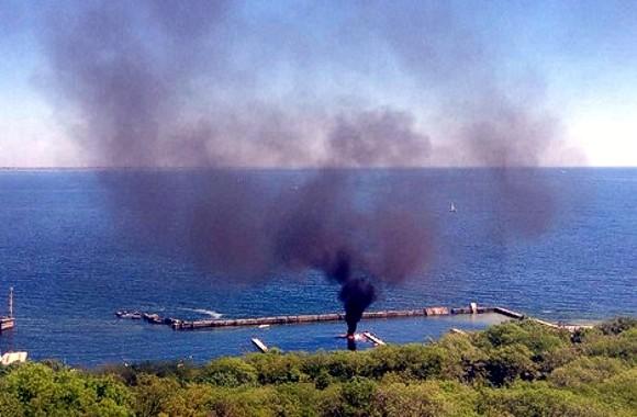 Взрыв полностью разрушил катер в одесском яхт-клубе