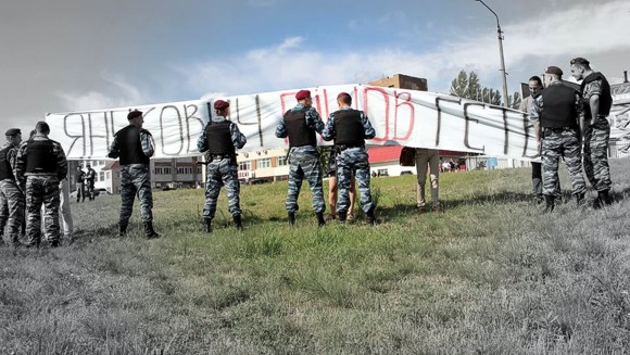 За плакаты «Янукович, вон из Киева!» задержаны 4 активиста