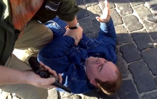У снесенного памятника Ленину в Харькове мужчина устроил стрельбу