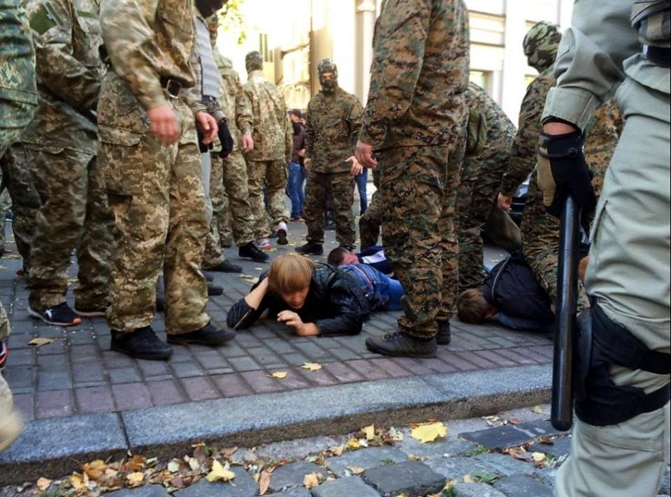 Столкновения под Радой: пострадали 15 милиционеров, задержаны 50 провокаторов