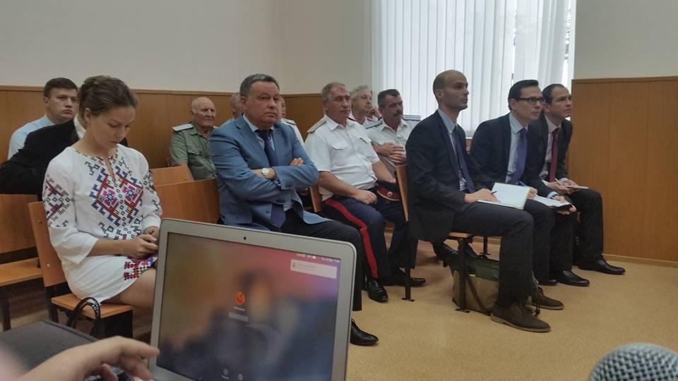 Зал суда, где проходит заседание по делу Савченко, заполнен казаками
