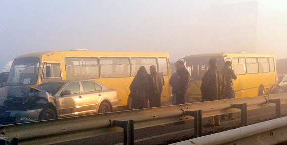 Масштабное ДТП: На выезде из Киева  из-за тумана столкнулись 14 автомобилей