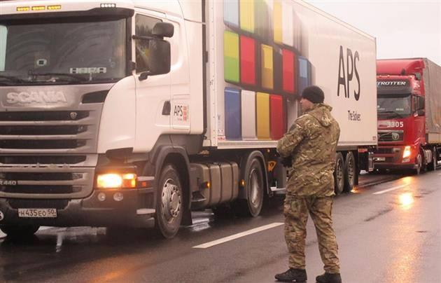 «Правый сектор» присоединился к блокаде российских фур на Закарпатье