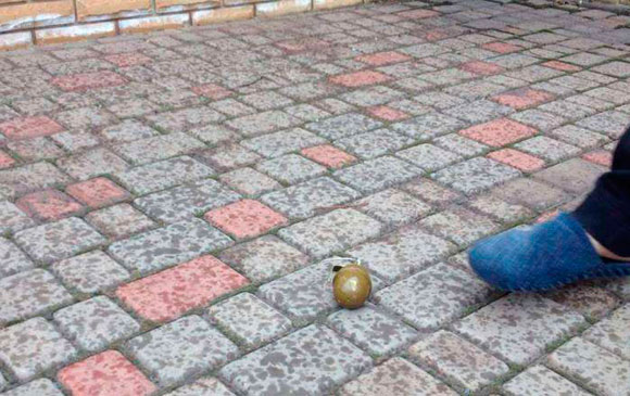 Во двор дома куратора батальона «Кривбасс» бросили две гранаты