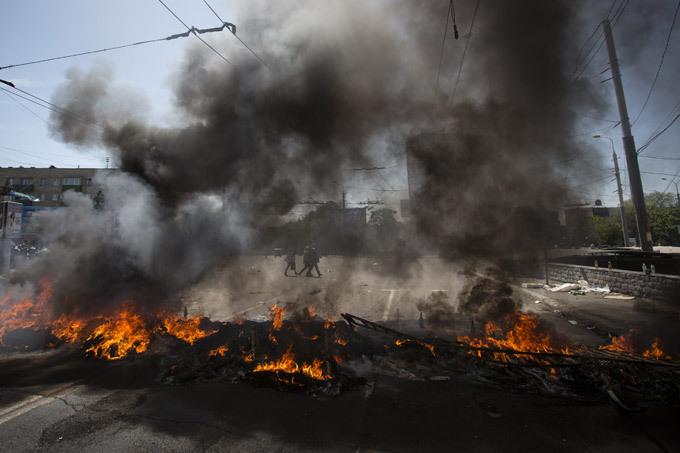 В Мариуполе на блокпосту прогремел взрыв, есть пострадавшие