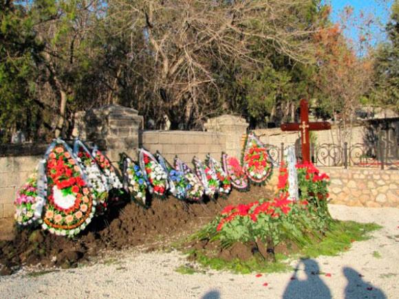 В СМИ появилось фото с места захоронения сына Януковича
