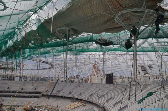 НСК «Олимпийский» начали укрывать мембраной